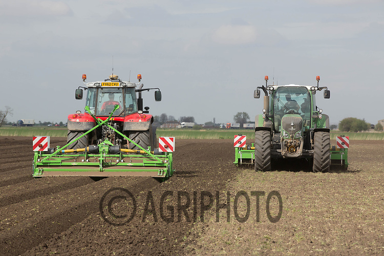 Bed forming and planting potatoes in the Cambridgeshire Fens<br /> Picture Tim Scrivener 07850 303986