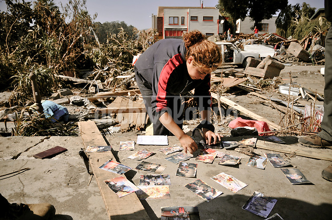 Chile, Aftermath of the tsunami in the area of Consitucion. Sofia Monsalve, drying the family album.