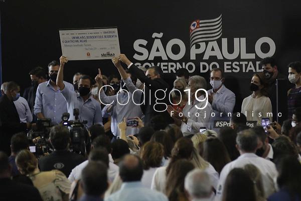 "Sumare (SP), 09/09/2021 - Doria - Governador Joao Doria, faz anuncio de Implantacao do ""Bom Prato"", entregas de vouchers dos programas ""Vale Gas"" e ""Alimento Solidario"", assinatura de ordem de servico para a construcao do predio da Etec (Escola Tecnica Estadual) e entrega de 128 unidades habitacionais do programa ""Nossa Casa – Apoio"" no municipio de Sumare, interior de Sao Paulo, nesta quinta-feira (9). (Foto: Denny Cesare/Codigo 19/Codigo 19)"