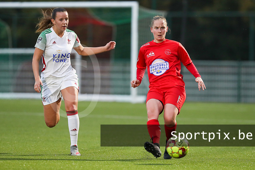 (Left to right) Hannah Eurlings of OHL (9) and Stefanie Deville of Woluwe (3) in action  during a female soccer game between Oud Heverlee Leuven and Femina White Star Woluwe  on the 5 th matchday of the 2020 - 2021 season of Belgian Womens Super League , Sunday 18 th of October 2020  in Heverlee , Belgium . PHOTO SPORTPIX.BE   SPP   SEVIL OKTEM