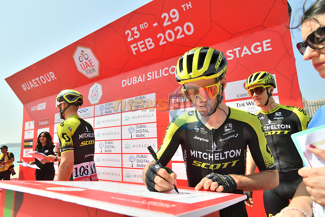 Adam Yates (GBR) and Mitchelton-Scott at sign on before Stage 1 of the UAE Tour 2020 running 148km from The Pointe to Dubai Silicon Oasis, Dubai. 23rd February 2020.<br /> Picture: LaPresse/Massimo Paolone | Cyclefile<br /> <br /> All photos usage must carry mandatory copyright credit (© Cyclefile | LaPresse/Massimo Paolone)