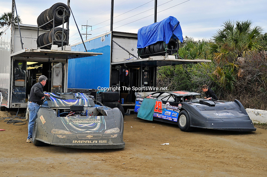 Feb 12, 2011; 5:37:31 PM; Gibsonton, FL., USA; The Lucas Oil Dirt Late Model Racing Series running The 35th annual Dart WinterNationals at East Bay Raceway Park.  Mandatory Credit: (thesportswire.net)