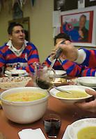 Europe/France/Aquitaine/40/Landes/Gabarret: Troisième mi-temps au siège du club de rugby  service de la soupe