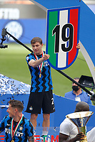 Nicolo Barella of FC Internazionale celebrates the victory of the italian championship at the end of the Serie A football match between FC Internazionale and Udinese Calcio at San Siro stadium in Milano (Italy), May 23th, 2021. Photo Francesco Scaccianoce / Insidefoto