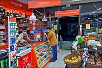 Atendimento de caixa, minimercado Carrefour express, Sao Paulo.2020. Foto Juca Martins.
