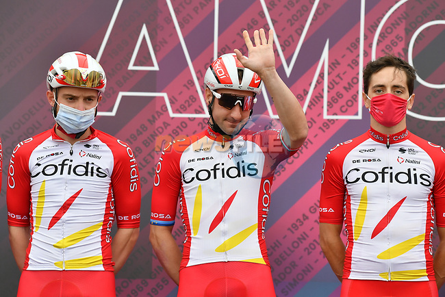 Elia Viviani (ITA) and Cofidis at sign on before the start of Stage 2 of the 2021 Giro d'Italia, running 179km from Stupinigi (Nichelino) to Novara, Italy. 9th May 2021.  <br /> Picture: LaPresse/Gian Mattia D'Alberto | Cyclefile<br /> <br /> All photos usage must carry mandatory copyright credit (© Cyclefile | LaPresse/Gian Mattia D'Alberto)