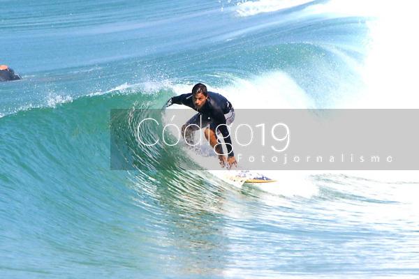RIO DE JANEIRO, 09.09.2019: CLIMA-RIO - Movimentação nesta segunda-feira (09), na praia do Leme, zona sul do Rio de Janeiro. (Foto: Ellan Lustosa/Código 19)