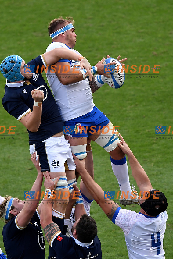 Scott Cummings of Scotland and Niccolo Cannone of Italy compete for the ball during the rugby Autumn Nations Cup's match between Italy and Scotland at Stadio Artemio Franchi on November 14, 2020 in Florence, Italy. Photo Andrea Staccioli / Insidefoto