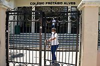 PORTO ALEGRE, RS, 23/01/2021 - PROVA - ENEM 2021 - Os portões fecharam às 13 horas da tarde, para os candidatos durante a realização da segunda prova do ENEM 2021, no Colégio Protásio Alves, em Porto Alegre, neste domingo (24)