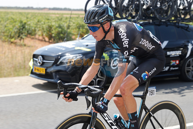 Romain Bardet (FRA) Team DSM during Stage 5 of La Vuelta d'Espana 2021, running 184.4km from Tarancón to Albacete, Spain. 18th August 2021.    <br /> Picture: Luis Angel Gomez/Photogomezsport | Cyclefile<br /> <br /> All photos usage must carry mandatory copyright credit (© Cyclefile | Luis Angel Gomez/Photogomezsport)