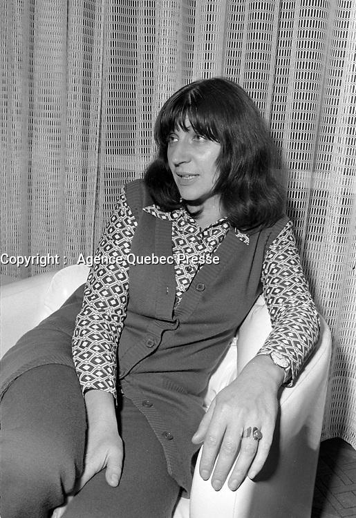 La Chanteuse francaise Anne Sylvestre en visite au Quebec<br /> , 5 octobre 1971<br /> <br /> Photo d'archive : Agence Quebec Presse  -  Photo Moderne