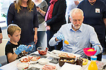 © Joel Goodman - 07973 332324 . 24/09/2016 . Liverpool , UK . JEREMY CORBYN makes pizza breads with ALFIE RAY (seven from Leasowe) (l) during a visit to Beaconsfield Community House in Birkenhead , following his victory declaration . The centre provides clothes and food that would otherwise be destined for waste from supermarkets , to local residents in need . Photo credit : Joel Goodman