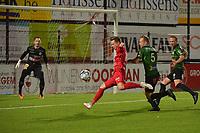 FC GULLEGEM - SPARTA PETEGEM :<br /> doelman Tom Vandenbossche (L) en Pieter De Wulf (5) volgen een doelpoging van Victor Van De Wiele (M)<br /> <br /> Foto VDB / Bart Vandenbroucke