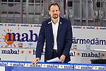 Mannheims Trainer Pavel Gross skeptisch an der Bande beim Spiel des MAGENTA SPORT CUP 2020, Adler Mannheim (blau) - EHC Red Bull Muenchen (weiss).<br /> <br /> Foto © PIX-Sportfotos *** Foto ist honorarpflichtig! *** Auf Anfrage in hoeherer Qualitaet/Aufloesung. Belegexemplar erbeten. Veroeffentlichung ausschliesslich fuer journalistisch-publizistische Zwecke. For editorial use only.