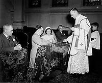 Mariage catholique,dans les annees cinquantes (date inconnue)<br /> <br /> PHOTO : : Agence Quebec Presse
