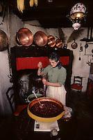 Europe/France/Midi-Pyrénées/09/Ariège/Pays de Foix/Serres-sur-Arget : Préparation du boudin ariégeois<br /> PHOTO D'ARCHIVES // ARCHIVAL IMAGES<br /> FRANCE 1980