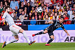 Eduardo Meza of Argentina (R) looks to bring the ball down while been defended by Gerard Pique of Spain (L) during the International Friendly 2018 match between Spain and Argentina at Wanda Metropolitano Stadium on 27 March 2018 in Madrid, Spain. Photo by Diego Souto / Power Sport Images
