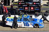 #16: Austin Hill, Hattori Racing Enterprises, Toyota Tundra United Rentals pit stop