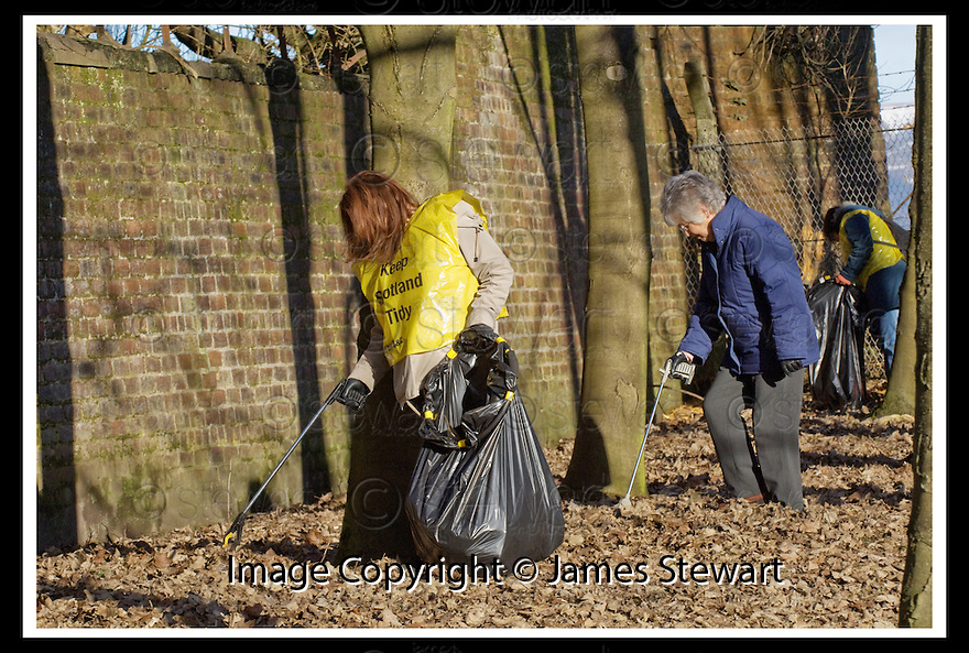 """01/02/2010  Copyright  Pic : James Stewart.18_dollar_park  .::  """" FRIENDS OF DOLLAR PARK """" LITTER PICK : SUNDAY 31ST JANUARY 2010 :: .James Stewart Photography 19 Carronlea Drive, Falkirk. FK2 8DN      Vat Reg No. 607 6932 25.Telephone      : +44 (0)1324 570291 .Mobile              : +44 (0)7721 416997.E-mail  :  jim@jspa.co.uk.If you require further information then contact Jim Stewart on any of the numbers above........."""