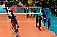 BOGOTÁ-COLOMBIA, 08-01-2020: Jugadoras de Perú y Colombia antes de partido entre Perú y Colombia en el Preolímpico Suramericano de Voleibol, clasificatorio a los Juegos Olímpicos Tokio 2020, jugado en el Coliseo del Salitre en la ciudad de Bogotá del 7 al 9 de enero de 2020. / Players from Perú and Colombia prior a match between Peru and Colombia, in the South American Volleyball Pre-Olympic Championship, qualifier for the Tokyo 2020 Olympic Games, played in the Colosseum El Salitre in Bogota city, from January 7 to 9, 2020. Photo: VizzorImage / Luis Ramírez / Staff.