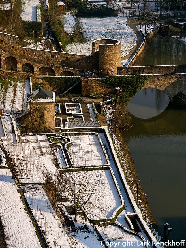 Brücke Stierchen über Alzette, Teil der Wenzelsmauer, Luxemburg-City, Luxemburg, Europa, UNESCO-Weltkulturerbe<br /> Bridge Stierchen with Alzette , part of Wenzelsmauer, Luxembourg City, Europe, UNESCO Heritage Site