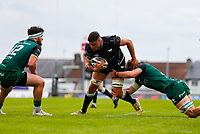 4th June 2021; Galway Sportsgrounds, Galway, Connacht, Ireland; Rainbow Cup Rugby, Connacht versus Ospreys; Ethan Roots (Ospreys) looks for a way past Tom Daly and Cian Prendergast (Connacht)