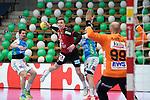 Lasse Bredekjaer Andersson (Berlin) wirft auf das Tor von Urh Kastelic (FAG) beim Spiel in der Handball Bundesliga, Frisch Auf Goeppingen - Fuechse Berlin.<br /> <br /> Foto © PIX-Sportfotos *** Foto ist honorarpflichtig! *** Auf Anfrage in hoeherer Qualitaet/Aufloesung. Belegexemplar erbeten. Veroeffentlichung ausschliesslich fuer journalistisch-publizistische Zwecke. For editorial use only.