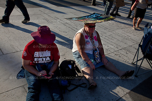 Washington, DC.October 6, 2011..On the first day of Occupy DC protestors find ways to keep comfortable on Freedom Square.