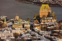 Amérique/Amérique du Nord/Canada/Québec/ Québec: La vieille ville classée Patrimoine Mondial de l'UNESCO, le Château Frontenac et le fleuve St Laurent vus depuis l'Observatoire de la Capitale au  31e étage de l'édifice Marie-Guyart