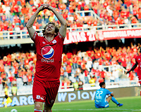 CALI - COLOMBIA, 16- 02-2019: Fernando Aristeguieta de América de Cali celebra el gol anotado a Deportivo Independiente Medellín, durante partido entre América de Cali y Deportivo Independiente Medellín, de la fecha 5 por la Liga Águila I 2019 jugado en el estadio Pascual Guerrero de la ciudad de Cali. / Fernando Aristeguieta of America de Cali celebrates the scored goal to Deportivo Independiente Medellin, during a match between America de Cali and Deportivo Independiente Medellin, of the 5th date for the Liga Águila I 2019 at the Pascual Guerrero stadium in Cali city. Photo: VizzorImage / Nelson Ríos / Cont.