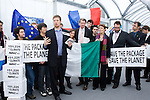 Avaaz.org with the help of International Youth Delegates presented a petition of over 150,000 signatures to two heads of state for the EU, asking for a strong EU climate package. UNFCCC COP 14 (©Robert vanWaarden ALL RIGHTS RESERVED)