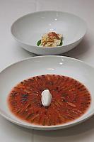 Europe/France/Provence-Alpes-Côte d'Azur/13/Bouches-du-Rhône/Marseille:  Lobes d'oursins, tomate filtrée  et totènes -Recette de Gérald Passédat  chef  du restaurant : Le Petit Nice