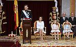 El rey Felipe VI, durante su primer discurso ante las Cortes Generales tras su proclamación. A su lado la reina Letizia, la princesa de Asturias y la infanta Sofía. (ALTERPHOTOS/EFE/Pool)