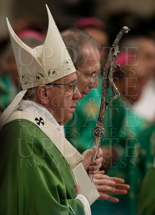 Pope Francis arrives to celebrate a Jubilee Mass for homeless people in Saint Peter's Basilica at the Vatican, November 13, 2016 at the Vatican. <br /> UPDATE IMAGES PRESS/Isabella Bonotto<br /> <br /> STRICTLY ONLY FOR EDITORIAL USE