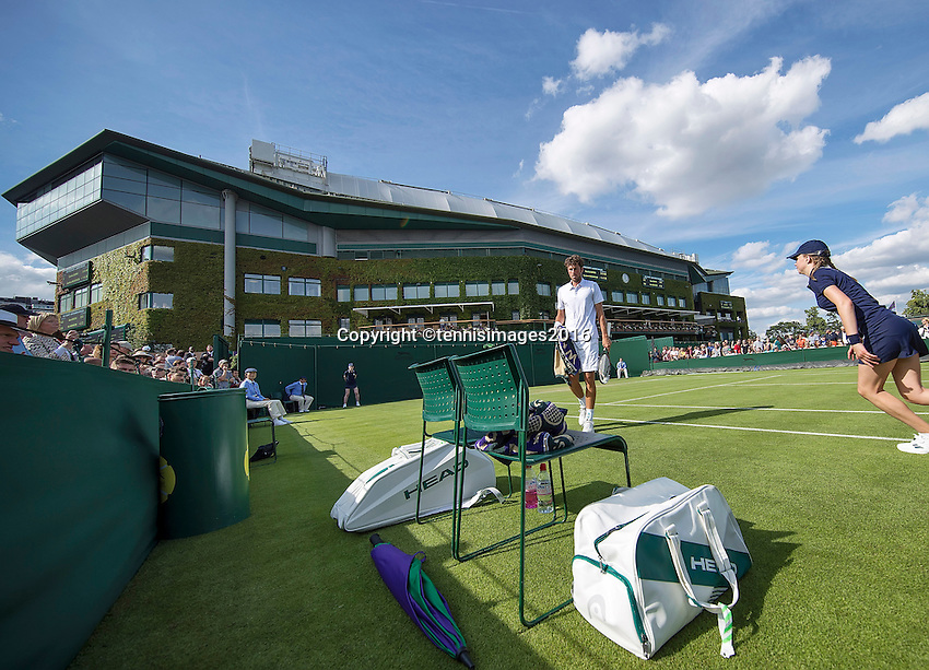 London, England, 27 june, 2016, Tennis, Wimbledon, Robin Haase (NED) during changeover in his match against Diego Swartzman (ARG) in the background Centercourt<br /> Photo: Henk Koster/tennisimages.com