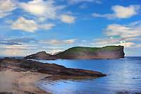SC  Prov. EAST LOTHIAN<br /> Rocky coastline and golden sandy beach below Tantallon Castle situated on top of the cliffs<br /> <br /> Full size 69,2 MB