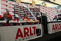 Klitschko Manager Bernd Boente, Trainer Emmanuel Steward, Weltmeister Wladimir Klitschko und Samuel Peter Manager Ivayla Gotsev