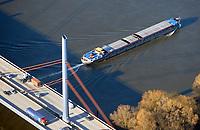 Binnenschiffe auf der Elbe, LKW auf der Autobahn A1: EUROPA, DEUTSCHLAND, HAMBURG, (EUROPE, GERMANY), 02.12.2016:Binnenschiffe auf der Elbe, LKW auf der Autobahn A1