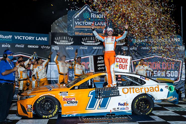 #11: Denny Hamlin, Joe Gibbs Racing, Toyota Camry Offerpad in victory lane