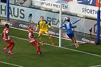 Kopfballchance Serdar Dursun (SV Darmstadt 98) gegen Torwart Hendrik Bonmann (Wuerzburger Kickers)<br /> <br /> - 19.12.2020: Fussball 2. Bundesliga, Saison 20/21, Spieltag 13, SV Darmstadt 98 - Wuerzburger Kickers, Stadion am Boellenfalltor, emonline, emspor, <br /> <br /> Foto: Marc Schueler/Sportpics.de<br /> Nur für journalistische Zwecke. Only for editorial use. (DFL/DFB REGULATIONS PROHIBIT ANY USE OF PHOTOGRAPHS as IMAGE SEQUENCES and/or QUASI-VIDEO)