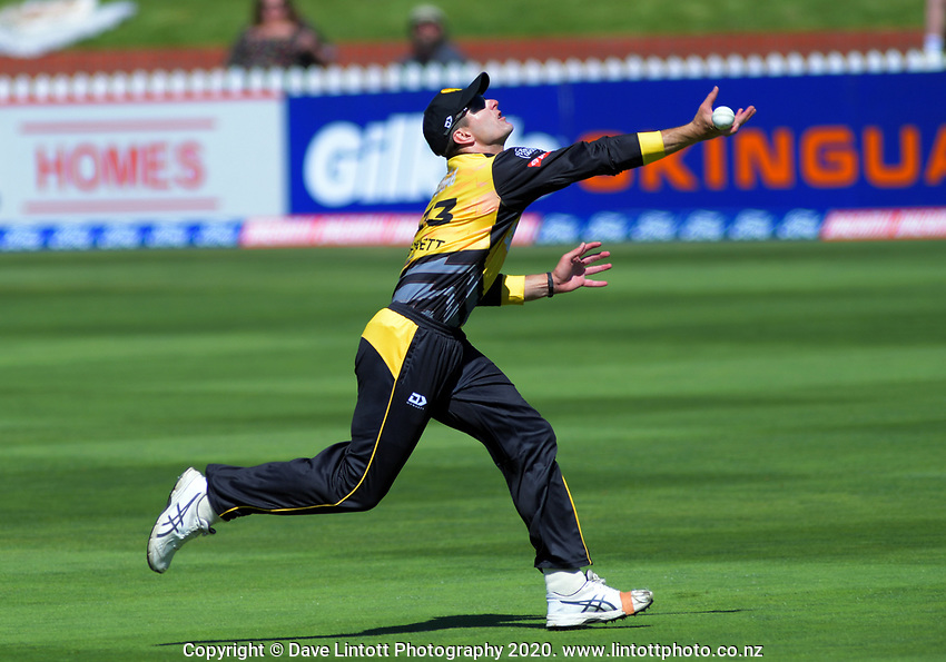 Hamish Bennett tries to hold a catch during the Dream11 Super Smash cricket match between the Wellington Firebirds and Canterbury Kings at Basin Reserve in Wellington, New Zealand on Thursday, 9 January 2020. Photo: Dave Lintott / lintottphoto.co.nz