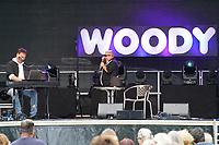 Woody Feldmann tritt im Waldschwimmbad Mörfelden auf und vergießt schon erste Tränen endlich wieder vor Publikum spielen zu können - Mörfelden-Walldorf 17.07.2021: Konzert Woody Feldmann
