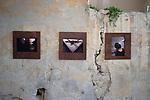 Danser la peinture - Le douzieme chapitre à Uzès<br /> <br /> Chorégraphe Jann Gallois<br /> Danseurs Jann Gallois<br /> Texte(s) Philippe Verrièle<br /> Photos, lumières Laurent Paillier<br /> Scénographie Laurent Paillier, Jann Gallois<br /> Interprétation libre et dansée de l'œuvre de Pierre Molinier<br /> Date : 15/06/2017<br /> Lieu : Le lavoir<br /> Ville : Uzès<br /> coproduction CDC Uzès danse