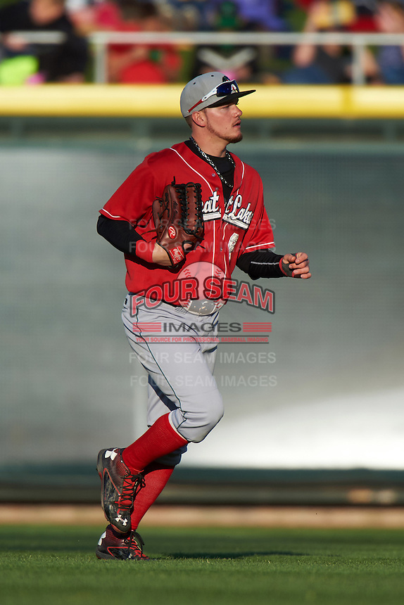 Great Lakes Loons outfielder Alex Verdugo (9) jogs to the dugout during a game against the Dayton Dragons on May 21, 2015 at Fifth Third Field in Dayton, Ohio.  Great Lakes defeated Dayton 4-3.  (Mike Janes/Four Seam Images)