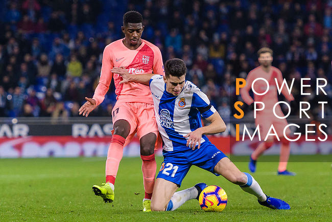 Ousmane Dembele of FC Barcelona (L) fights for the ball with Marc Roca of RCD Espanyol (R) during the La Liga 2018-19 match between RDC Espanyol and FC Barcelona at Camp Nou on 08 December 2018 in Barcelona, Spain. Photo by Vicens Gimenez / Power Sport Images