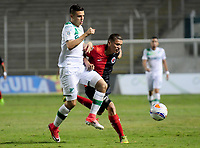 CALI - COLOMBIA, 26-07-2017: Nicolas Benedetti (Izq) del Deportivo Cali disputa el balón con Jonthan Perez (Der) de Cucuta Deportivo durante partido de vuelta por los octavos de final de la Copa Águila 2017 jugado en el estadio Palmaseca de Cali. / Nicolas Benedetti (L) player of Deportivo Cali fights for the ball with Jonthan Perez (R) player of Cucuta Deportivo during second leg match for the Eighth finals of the Aguila Cup 2017 played at Palmaseca stadium in Cali. Photo: VizzorImage/ Nelson Rios / Cont