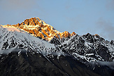 Alpenglühen in der Bergkette rund um den Mount Kuro. / Afterglow in the Khuro range.
