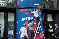 Visual_SALE_OF_NEYMAR'S_SHIRT_AT_PSG_SHOP_IN_PARIS_1013