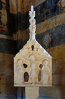 À l'intérieur de la chapelle de Saint-Léon