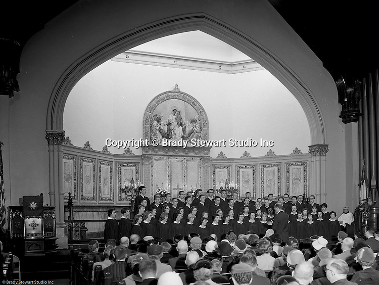 Pittsburgh PA:  View of the First English Evangelical Lutheran Church choir singing at Sunday Services.